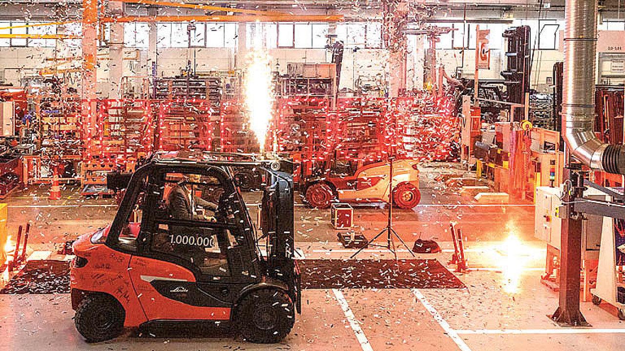 Letos vbřeznu sjel zlinky vevýrobním závodě Linde Material Handling vněmeckém Aschaffenburgu již miliontý stroj.