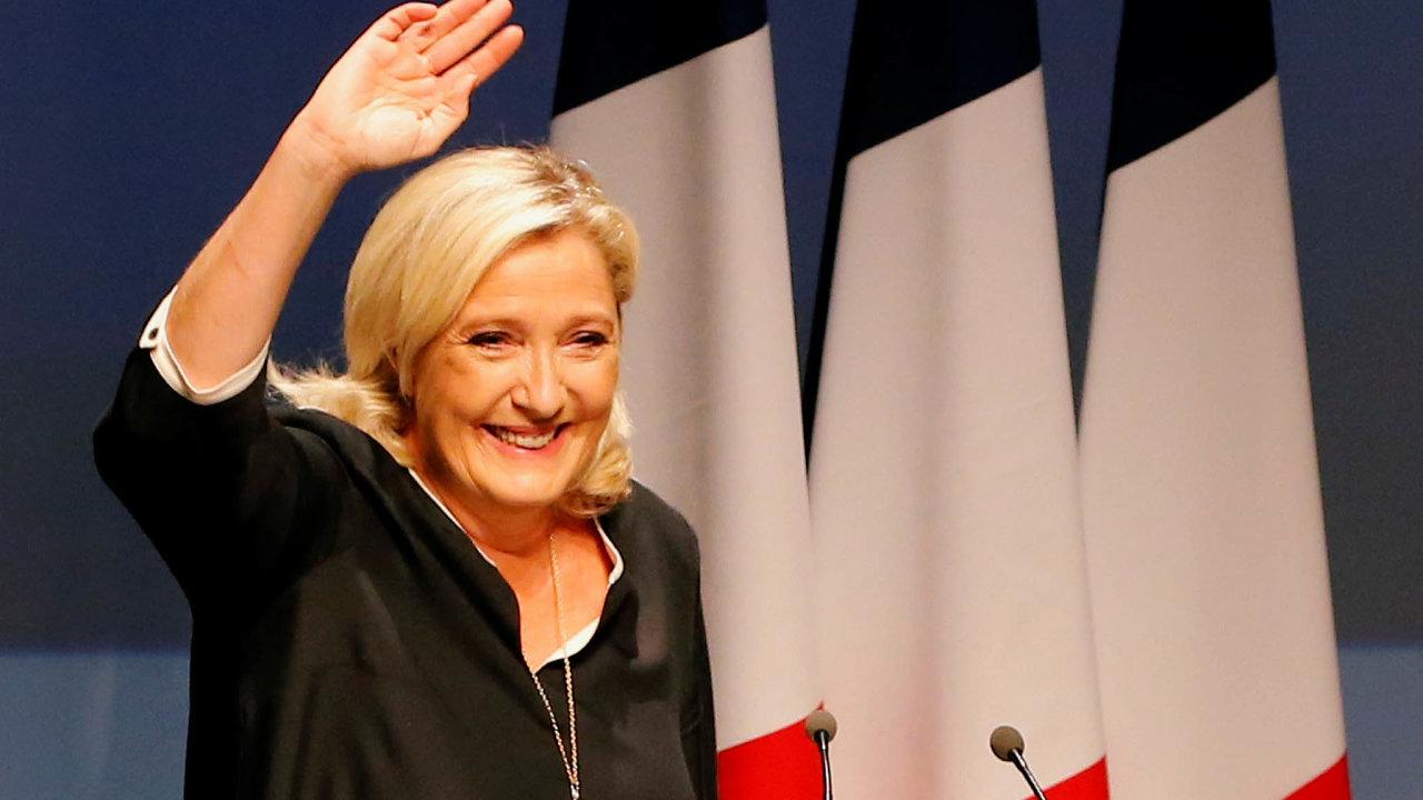 Marine Le Penová to s bojem o Elysejský palác myslí na rozdíl od svého otce vážně. Už teď je skoro jisté, že si duel s Emmanuelem Macronem z roku 2017 za rok zopakuje.