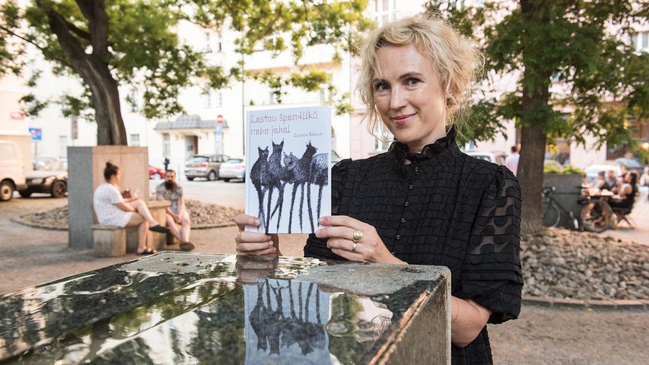 Zuzana Říhová vedla katedru bohemistiky naOxfordu. Teď vydala vydařený román.
