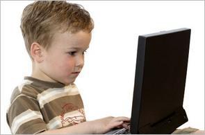 kluk u počítače