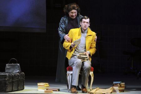 Iva Janžurová jako Paní Pražka a Radúz Mácha v roli Rafaela