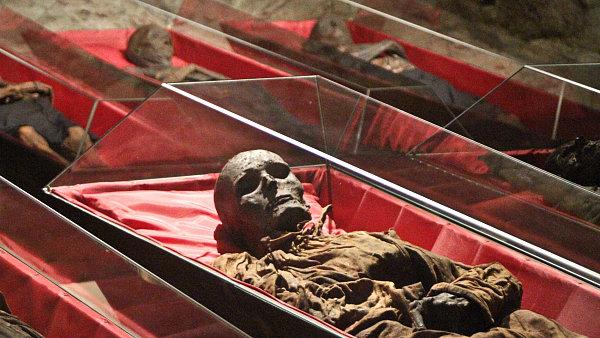 Such� vzduch v katakomb�ch udr�uje mumie ve vynikaj�c�m stavu.