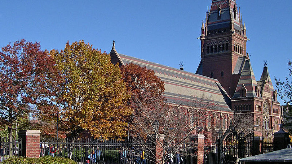 Nejlepší ekonomickou fakultu na světě má Harvardská univerzita - Memorial Hall at Harvard College