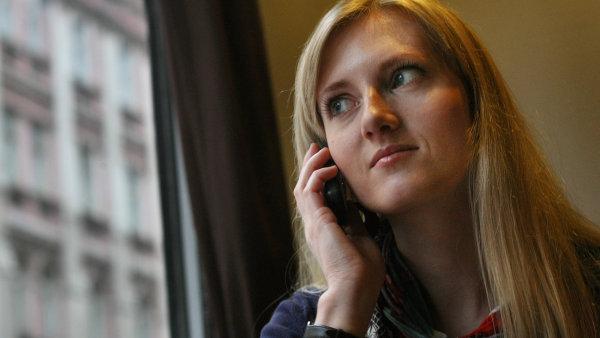 Telefonování, ilustrační foto