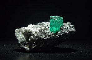 Horníci nalezli v Brazílii obří smaragd vážící 360 kilogramů. Jeho cena přesahuje 10 miliard korun