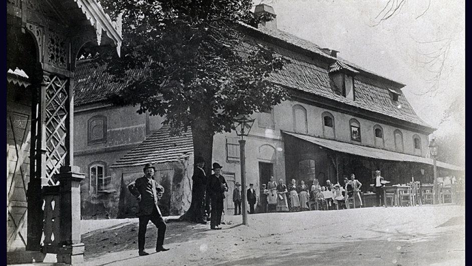 V Kravíně na Vinohradech Hašek pravidelně držel nactiutrhačné projevy jako předseda Strany mírného pokroku. Dnes už se tam pivo nečepuje.