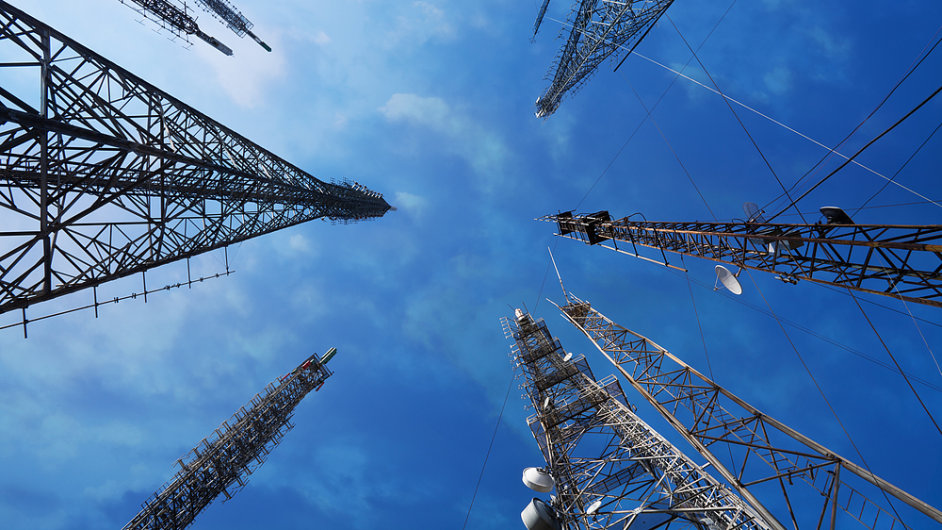 Do aukce kmitočtů v pásmech 1800 MHz a 2600 MHz se hlásí trojice stávajících mobilních operátorů