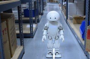 HNTech News: Intel ukázal robota Jimmyho, Apple chystá platby mobilem a tablety oslabují