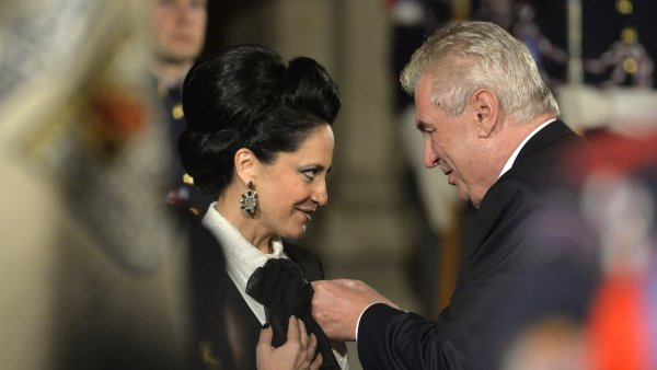 V minulém roce prezident Miloš Zeman udělil státní vyznamenání Lucii Bílé.