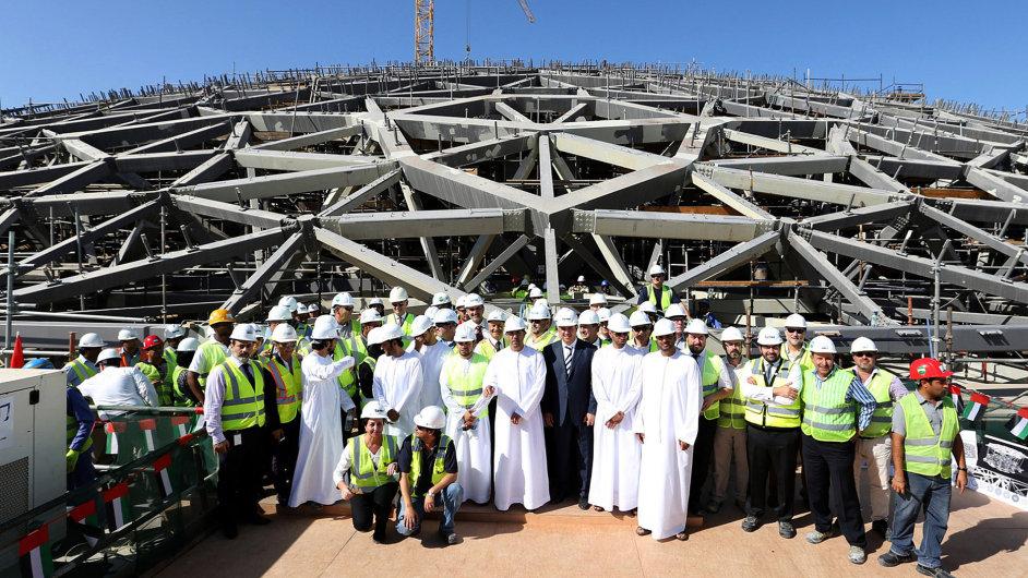 Velkolepá stavba architekta Nouvela je tvořena ocelovou kupolí o průměru 180 metrů.