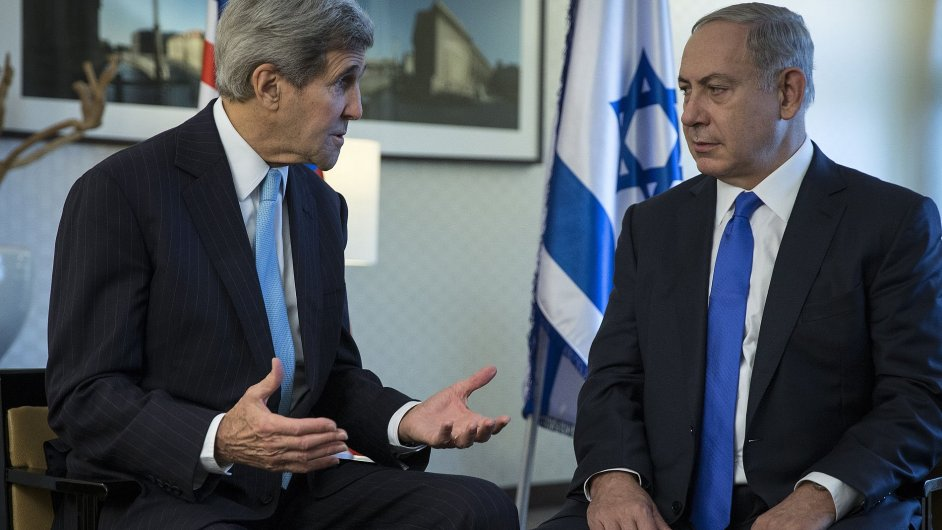 Netanjahu zopakoval, že status Chrámové hory zůstává nezměněn. Na snímku jedná s americkým ministrem zahraničí Johnem Kerrym.