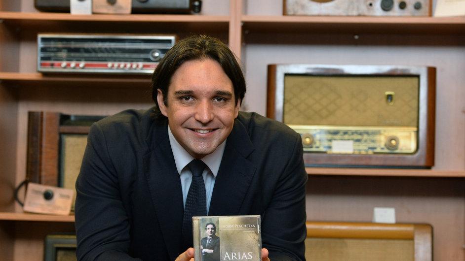 Basbarytonista Adam Plachetka pokřtil v Praze své album Arias.