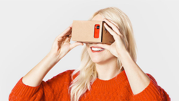 Google Cardboard p�in�� levn� vstup do virtu�ln� reality