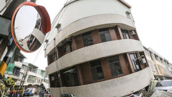 Jižní část Tchaj-wanu zasáhlo silné zemětřesení.