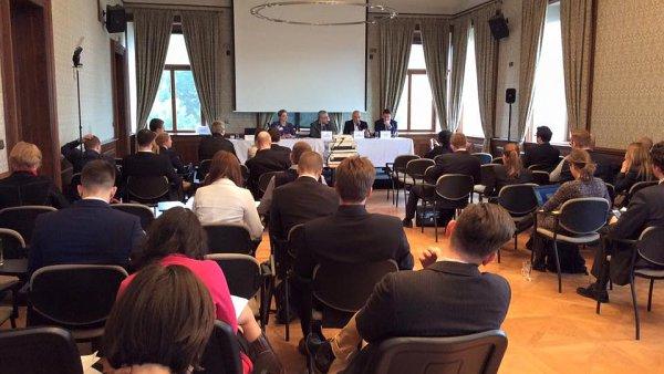 V Praze debatovaly �pi�ky IT o internetu v�c�.