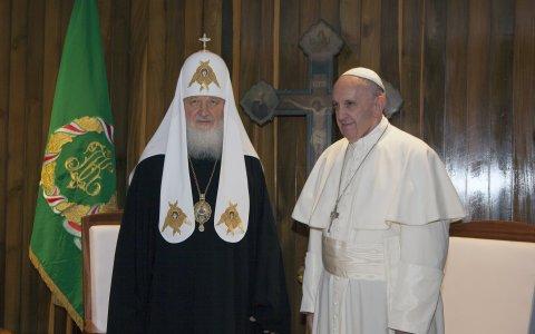 Setk�n� po tis�ci letech: Pape� s patriarchou Kirillem mluvil o Ukrajin�
