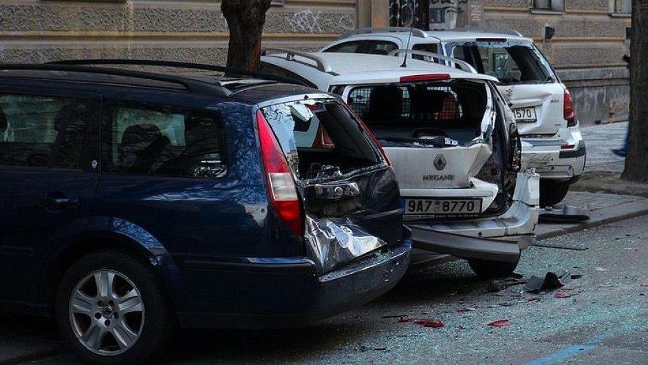 Opilý policista v jeepu naboural 51 aut.