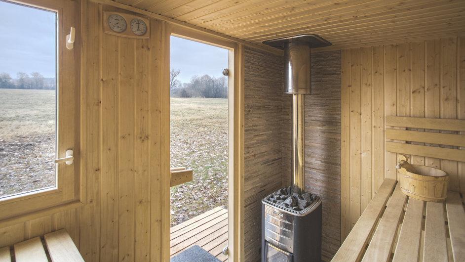 Venkovní sauna NUUK na břehu Labe