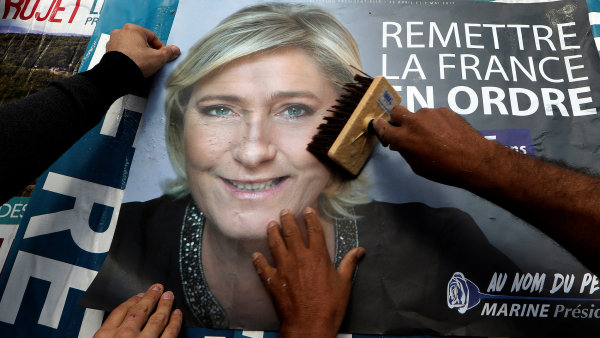 Nejočekávanější volby roku 2017 jsou tu: Francouzi volí prezidenta.