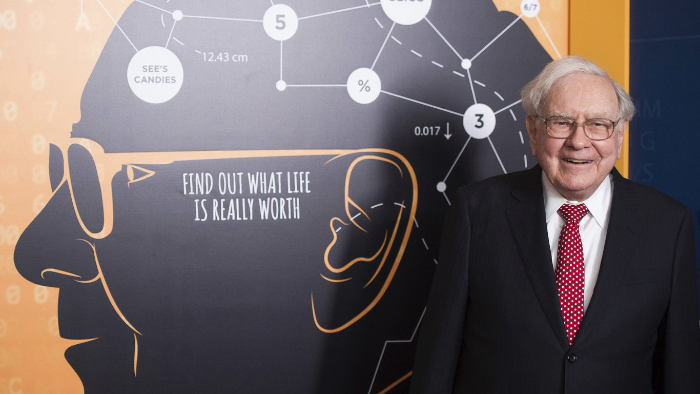 Warren Buffett ztratil důvěru v IBM a prodal třetinu ze svých akcií.