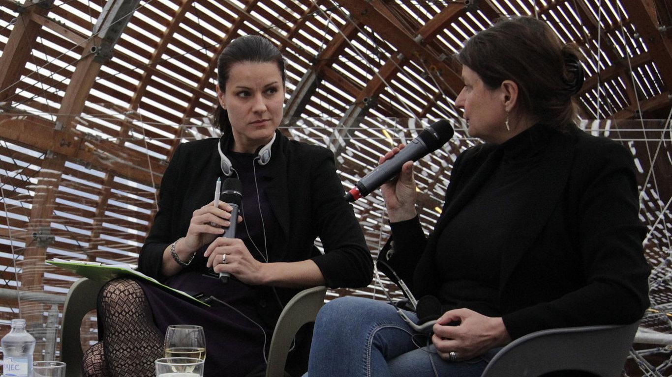 Snímek z nedělní debaty ve vzducholodi pražského Centra současného umění Dox.
