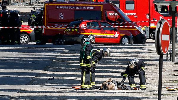 Policisté oblast kolem incidentu na Champs-Élysées uzavřela