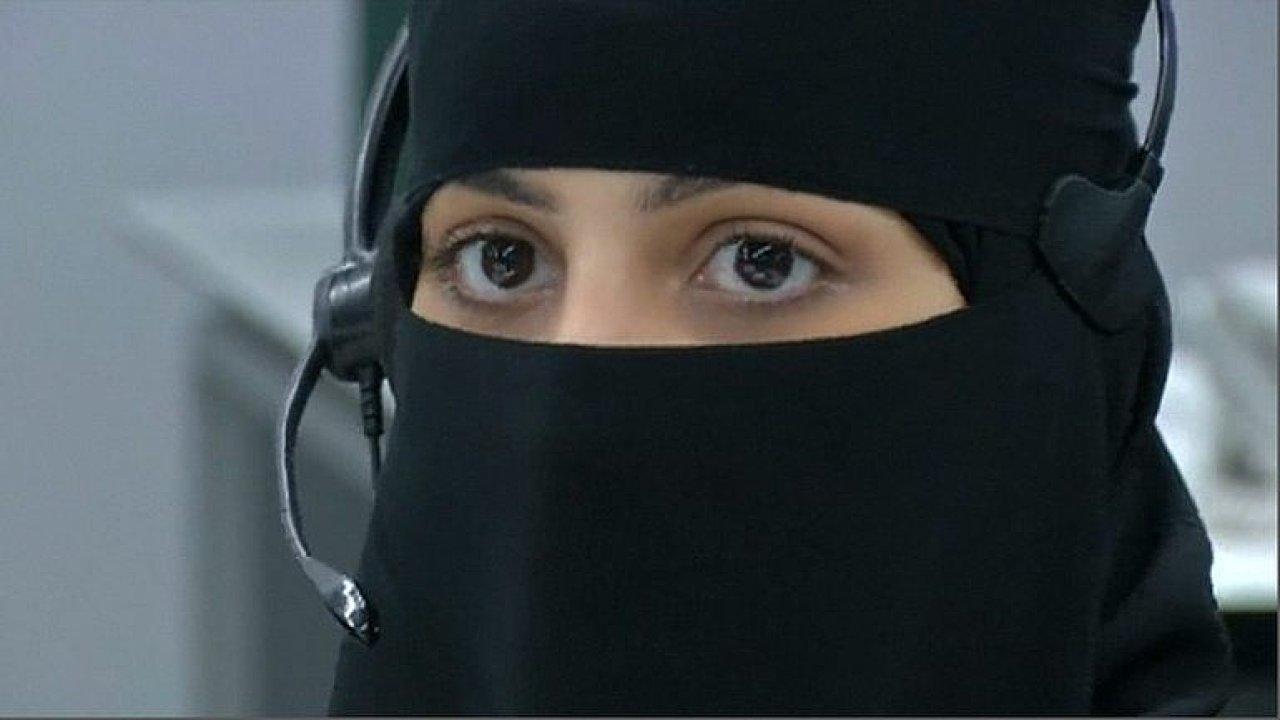 Poutníkům na cestě do Mekky budou letos poprvé na tísňových linkách odpovídat také ženy - Ilustrační foto.