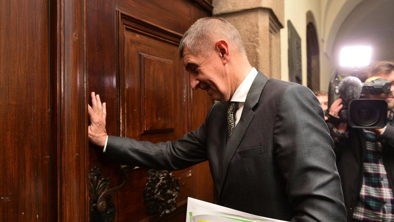 Předseda ANO Andrej Babiš přichází do sněmovny na další povolební jednání.