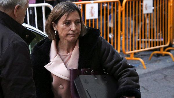 Bývalá předsedkyně katalánského parlamentu Carme Forcadellová přijela ke španělskému Nejvyššímu soudu.