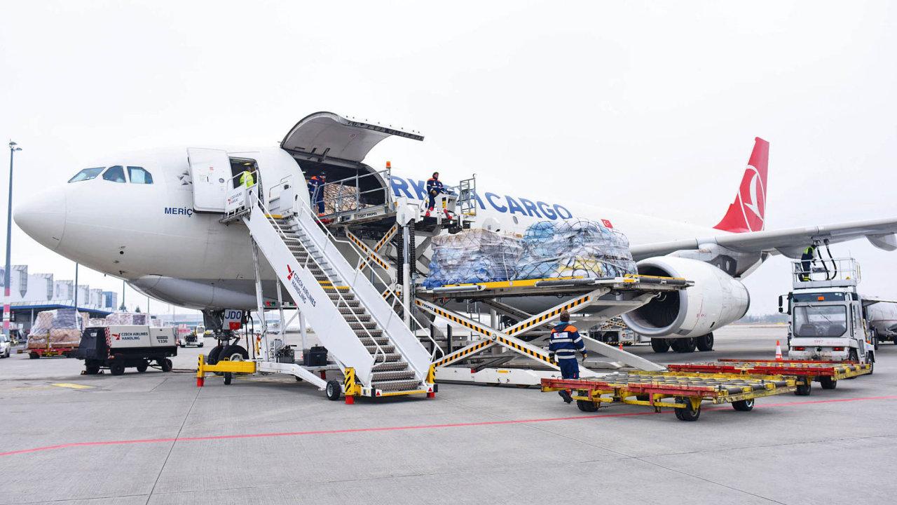 Letecká doprava v České republice stabilně roste, a to přeprava osob i zboží. Nákladní letecké linky, ale hlavně ty osobní s dokládkou carga se daří plně vytěžovat.