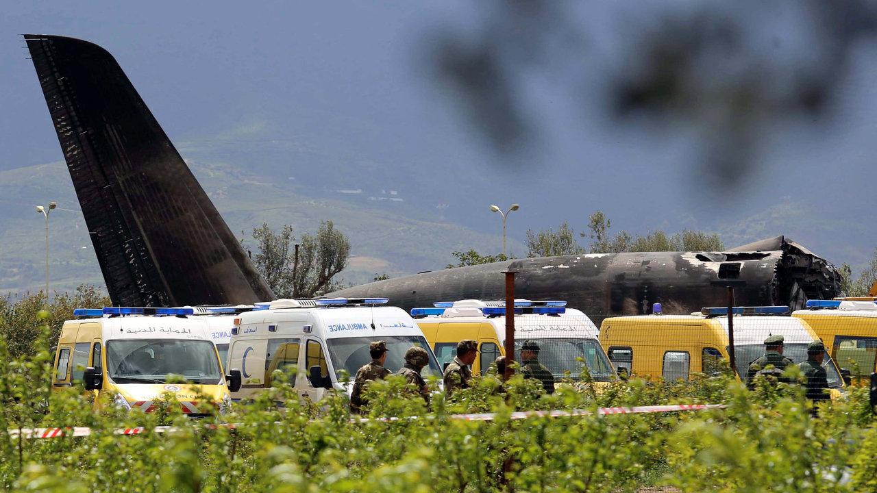 V Alžírsku se zřítilo vojenské letadlo.
