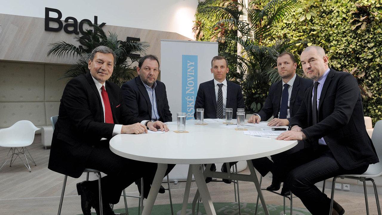 Zleva: ministr Tomáš Hüner, akcionář ČEZ Michal Šnobr, ředitel divize obchodu astrategie ČEZ Pavel Cyrani, analytik Patria Finance Tomáš Sýkora amoderátor Marek Miler.