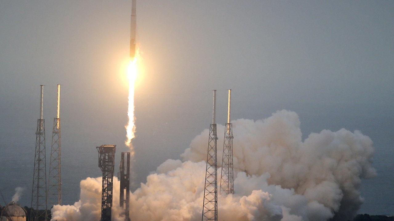 Start vesmírné rakety Atlas V. z mysu Canaveral