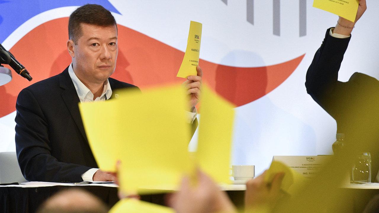 Předseda hnutí Svoboda a přímá demokracie (SPD) Tomio Okamura na celostátní volební konferenci hnutí, na které obhajuje svou funkci.