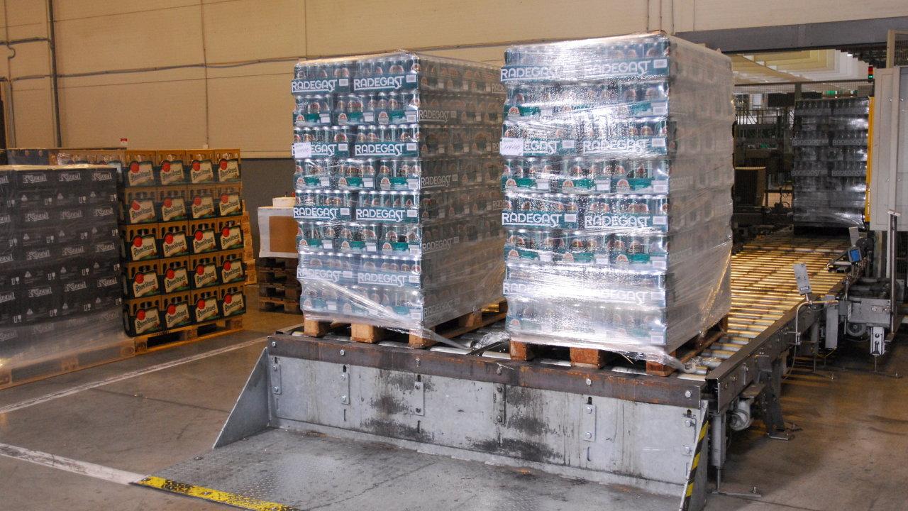 Poptávka po pivu v plechovkách loni meziročně narostla o 37 procent.