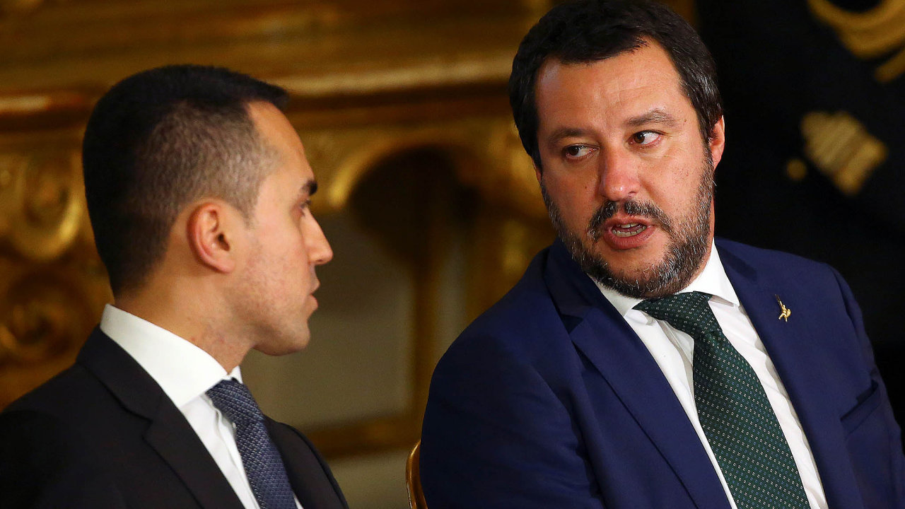 Lídři italské vládní koalice Matteo Salvini (vpravo) aLuigi Di Maio.
