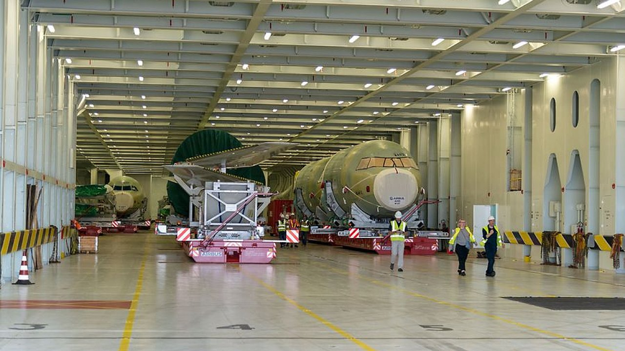 Montáž letadla Airbus.
