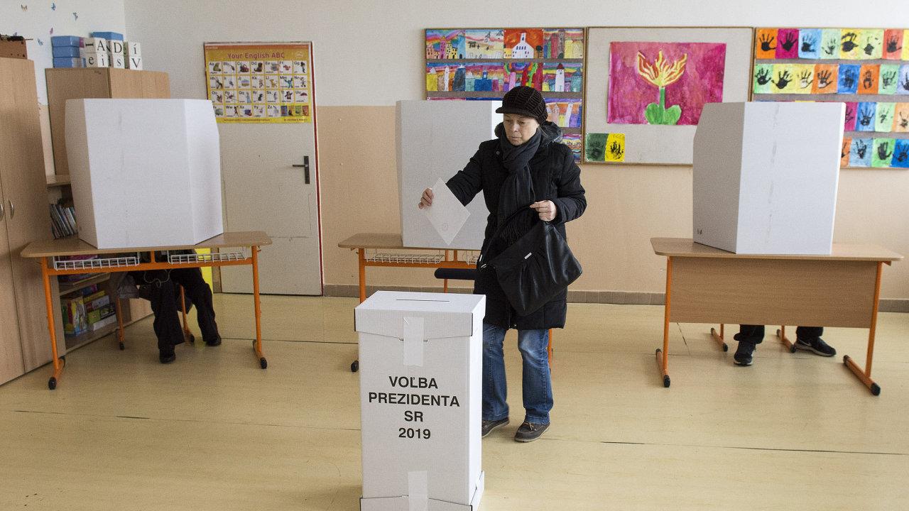 Prezidentské volby Slovensko 2019: Prezidentské volby začaly v 7:00 SEČ. Volit může zhruba 4,5 milionů Slováků.