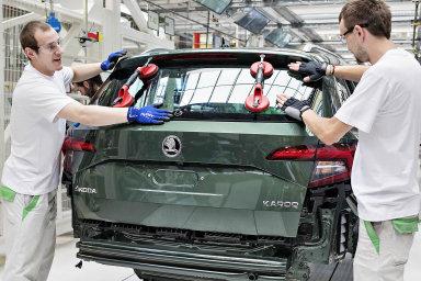 Škoda loni dodala svým zákazníkům na celém světě zhruba 1,25 milionu vozů, což je o 4,4 procenta více než v předchozím roce. Dodávky tak pátým rokem za sebou překonaly hranici jednoho milionu vozů.