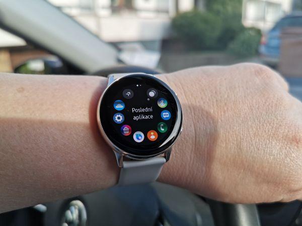 Chytré hodinky Samsung Galaxy Watch Active sluší menším zápěstím