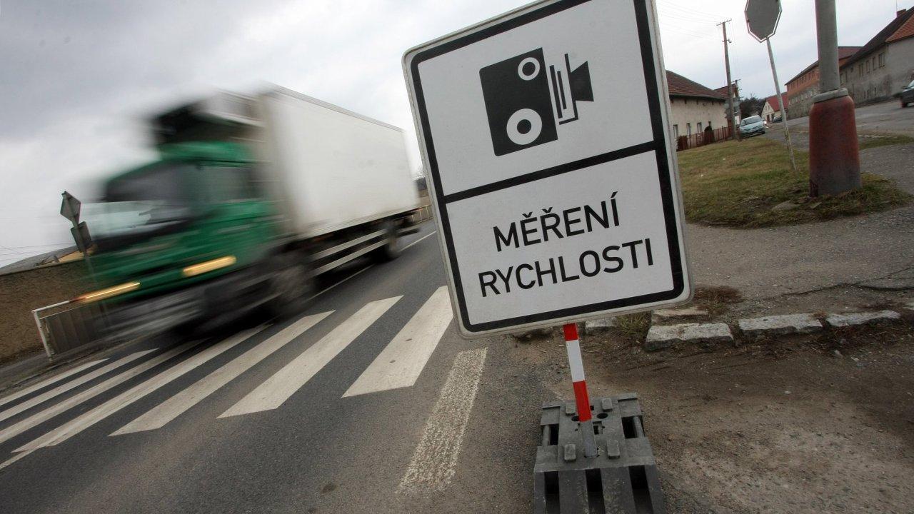 Varnsdorfský případ se týká pronájmu radarů na měření rychlosti. Ilustrační foto.