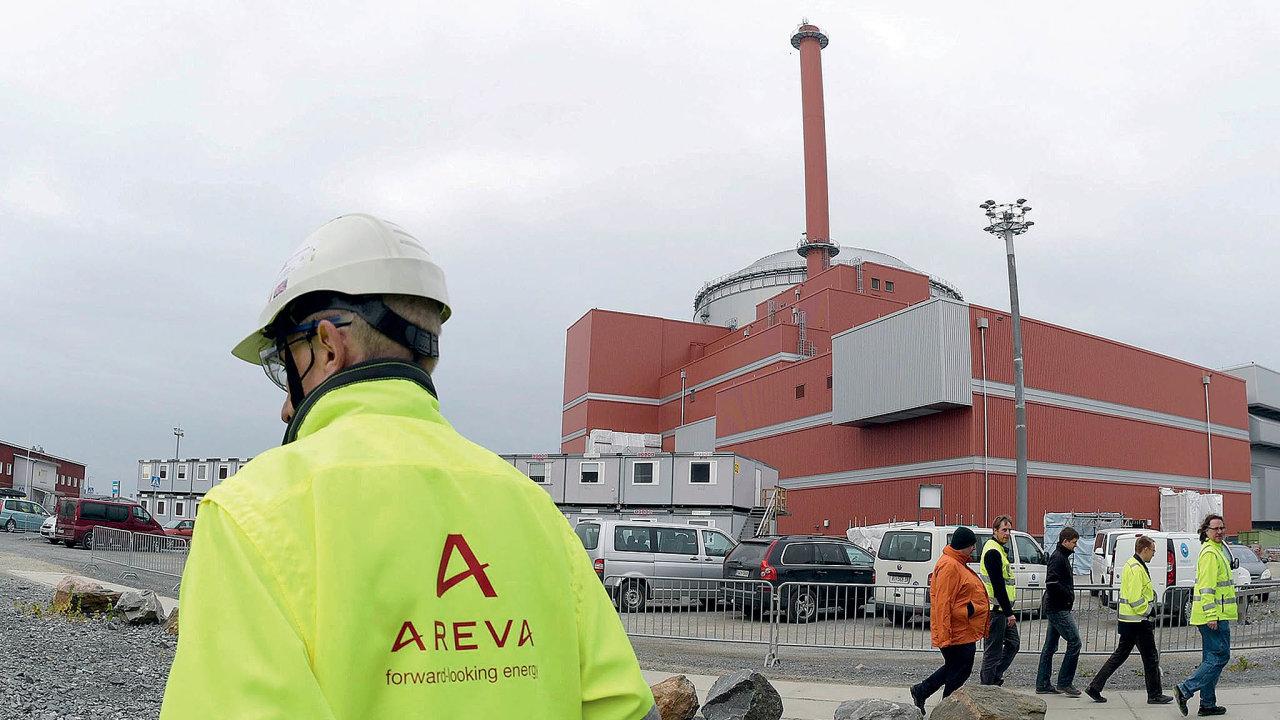 Výstavba jaderných blokůse zpožďuje pocelém světě. Elektrárna vefinském Olkiluotu měla být spuštěna již vroce2009.