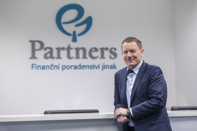 Partners jsou s téměř 600 tisíci klienty největší finančně poradenskou společností v ČR. Na snímku je její ředitel Petr Borkovec.
