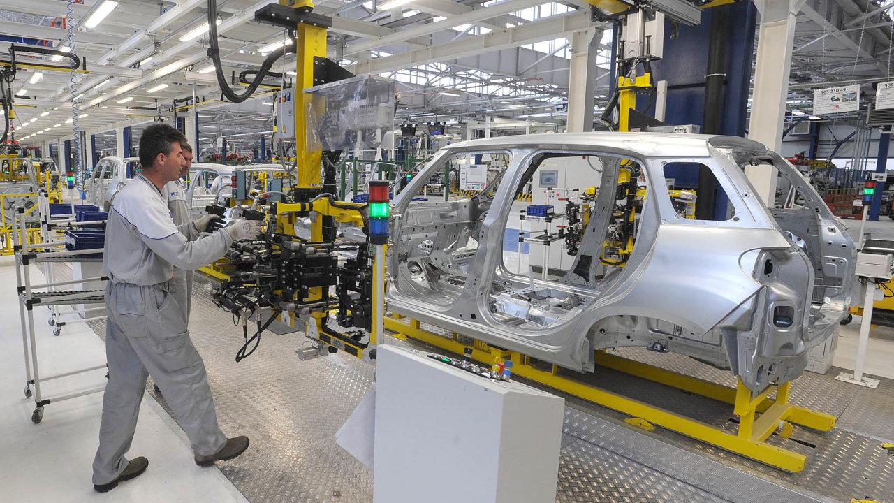 Společnost Fiat Chrysler oznámila, že musela zastavit výrobu vsrbském Kragujevaci, kde produkuje vozy Fiat. Jde oprvní případ, kdy musela některá zevropských automobilek kvůli viru takto zasáhnout.