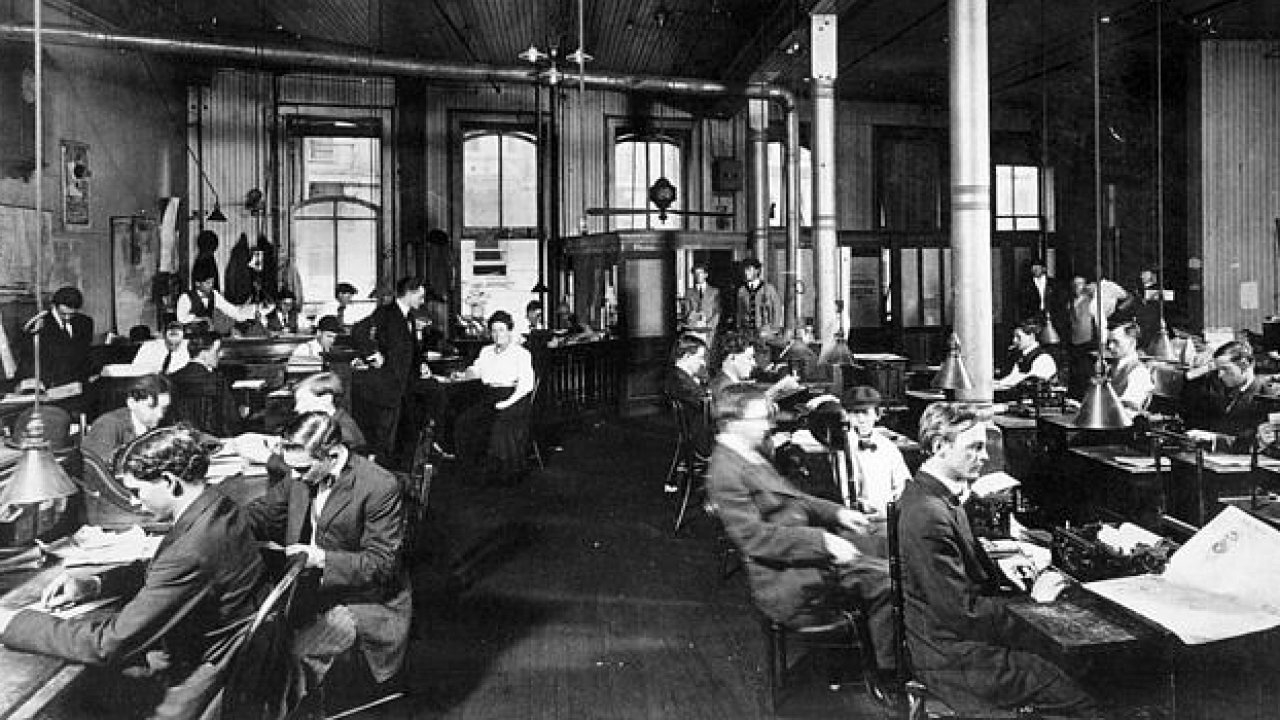 Newsroom novin The New Orleans Item, kolem roku 1900.
