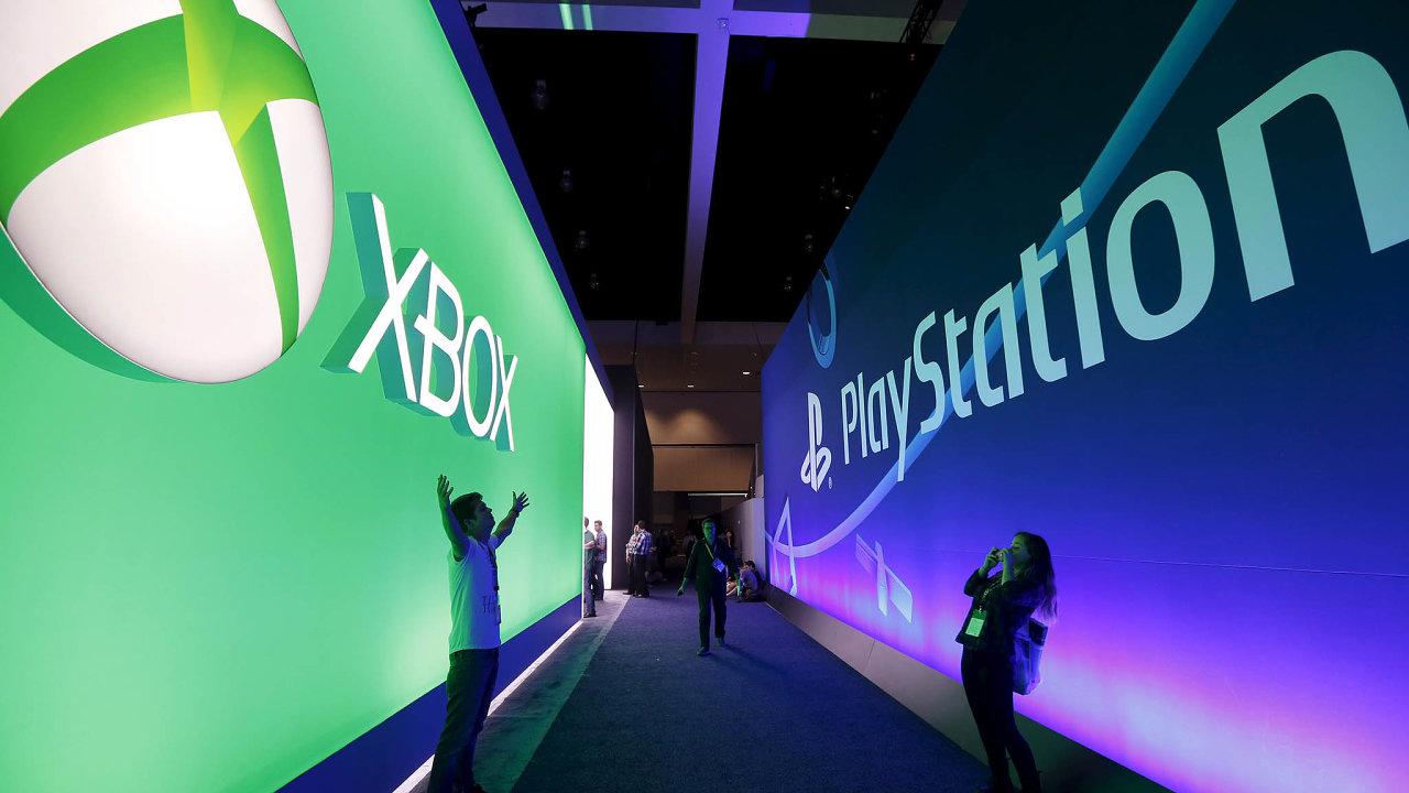 Rivalové mají stejný plán. Sony iMicrosoft se chystají nové generace svých herních konzolí navzdory pandemii uvést naletošní předvánoční trh.