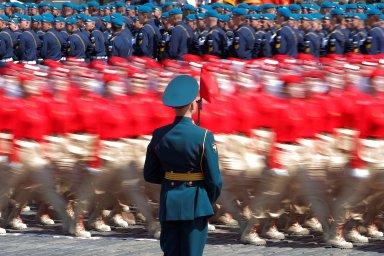 Rusko na přehlídce v Moskvě ukázalo svaly. Všechny účastníky čeká test na koronavirus