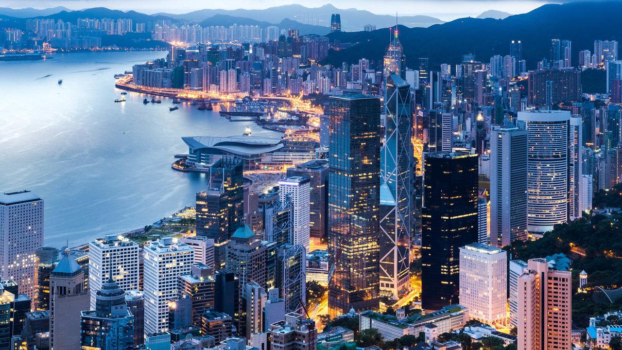 Nejvyšší hongkongští představitelé se zástupci čínské komunistické strany otevřeli bezpečnostní úřad v Hongkongu poté, co čínská vláda prosadila nový bezpečnostní zákon pro toto autonomní město.