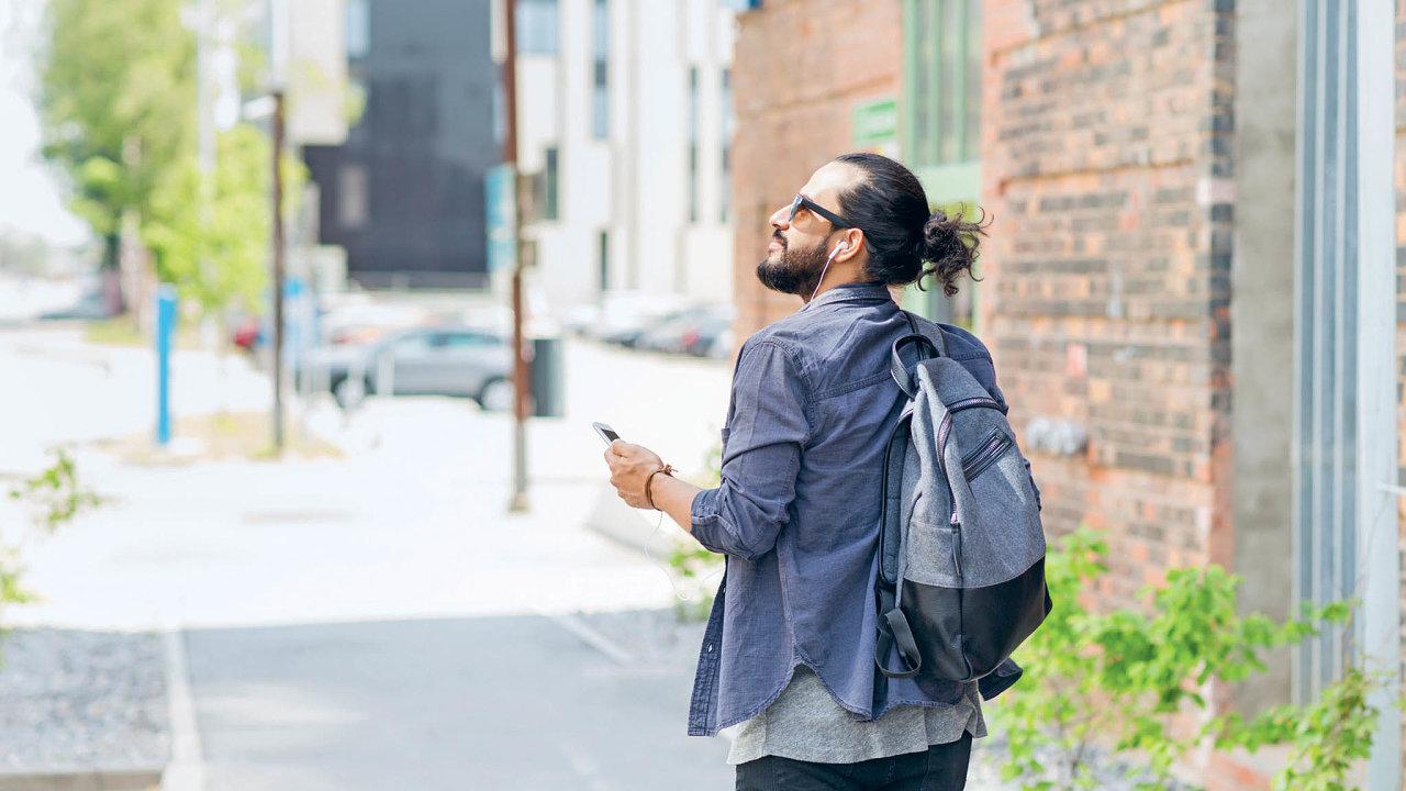 Mobilní aplikace mění telefonykoncových uživatelů vevirtuální bezkontaktní průvodce.