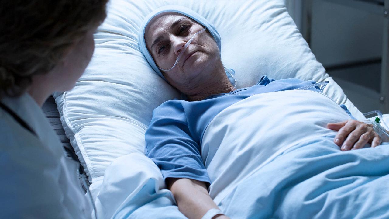 78 procent Čechů si přeje zemřít vdomácím prostředí. 69 procent Čechů nechce zemřít vléčebně dlouhodobě nemocných, 31procent vnemocnici.